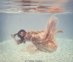 maternity underwater by Paola Massa