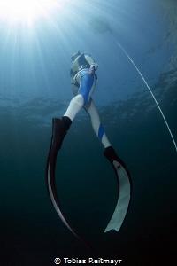 Freediver on ascent by Tobias Reitmayr
