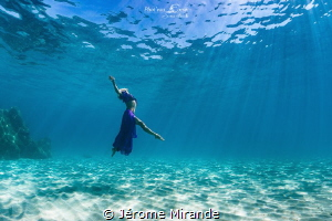 Dancing in the sea by Jérome Mirande