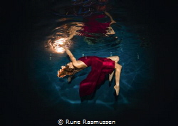 fashion dress shoot, in the pool on a cruise ship in the ... by Rune Rasmussen