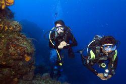Wall divers, Cozumel. Fuji Finepix S2, dual SB-105 strobes. by Stuart Spechler