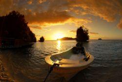 sunset in Kadidiri island, tomini bay... by Iman Brotoseno