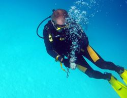 Kwaj ... We have a problem.  Or..Rescue Diving Classes h... by Lee Craker