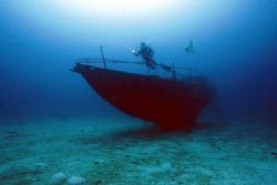 1 wreck, 1 diver & 1 fish by Eric Leong