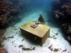 The Lost correspondent. Part of a underwater sculpture pa... by Jason Taylor