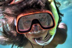 snorkeling - Nikon coolpix 5000 by Nicola Cadel