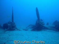 a P38 lighting wreck sunk in 1945, 40m deep by Dourieu Charles