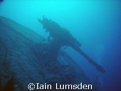 Forward gun on Thistlegorm by Iain Lumsden