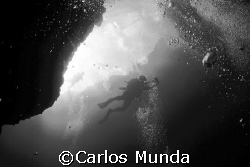 Chris Mitchell at Blue Hole, Palau. Canon 350D by Carlos Munda