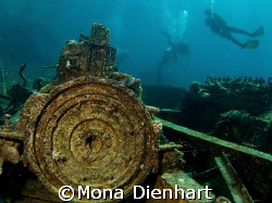 small wreck off Hurghada, taken with the E-900 in Ikelite... by Mona Dienhart