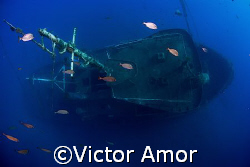 Over the wreck by Victor Amor