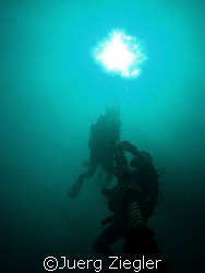 Divers ascending from 40m deep dive on line