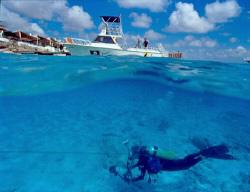 Ending Dive in Bonaire by Ernst Schilling