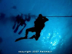Flo with students descending to the King Cruiser Wreck be... by Tobias Reitmayr