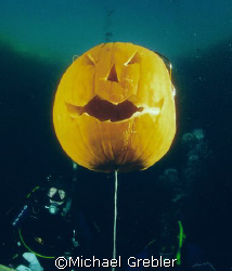 Underwater Pumpkin carving in Morrison's Quarry, Quebec, ... by Michael Grebler