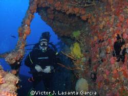 one side in the duane ,   by Victor J. Lasanta Garcia