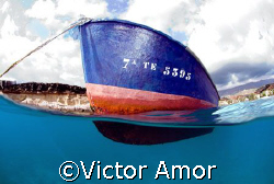Small ship by Victor Amor