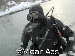 Ready for a dive in winter land..  by Vidar Aas