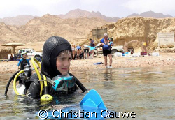 come on dady, lets go diving..my son Victor, 10, @ the ca... by Christian Cauwe