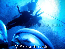 Divers at Pirapama's wreck . Recife coast. Brazil's north... by Alexandro Auler