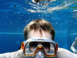 Dans la piscine. In the swiming pool by Oliva Eric