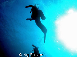 safety stop with sun burst warming up divers by Ng Steven
