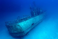 shipwreck, Nassau, Bahamas, Nikon D100 with 12-24mm lens,... by Leon Joubert