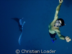 My friend Tim with a Manta that was feeding while 'barrel... by Christian Loader