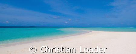 The Maldives - 'flat as a pancake'!  .Taken with a Nikon ... by Christian Loader