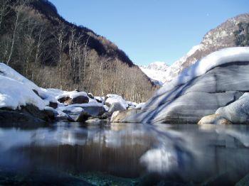 Rivière de montagne / Verzasca - Suisse by Philippe Brunner