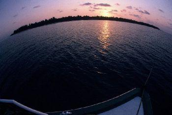 La terre est ronde !?!? / Maldives by Philippe Brunner