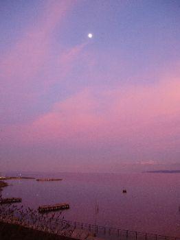 Lever de lune sur le Lac de Genève / Nyon - Suisse by Philippe Brunner