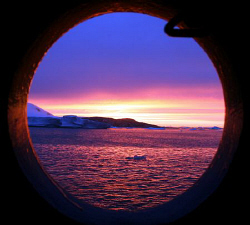 sunset in the antarctic. Canon 350D by Andrew Macleod