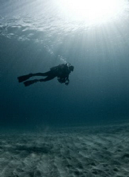 Natural light picture of my diving buddy Abimael on our f... by Juan Torres