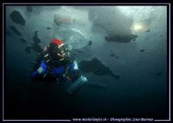 Diving under the ice... Just 5° -> That's one for Jeff ..... by Michel Lonfat