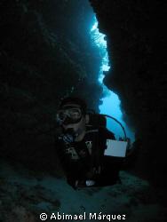 Eduardo exploring the cave, Blonde Rock. by Abimael Márquez