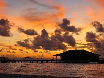 Sunset in Maldives by Loo Yoke Chen