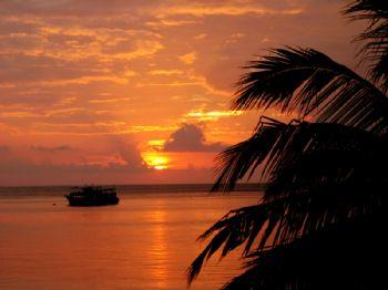 Sunset on the beach @ Ko Tao (Thailand) by Ed Van