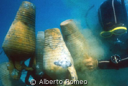 Recovery more anciens anphoras by an arab wreck of XI cen... by Alberto Romeo