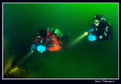 Pili and Philo exploring a wreck by Sven Tramaux