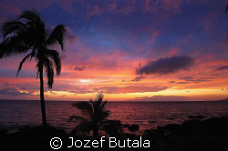Sunset at Kihei,Maui, Nikon D40,18-200 by Jozef Butala