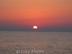 tramonto in barca by Roky Majors