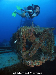Arlin at Witshoal wreck, St. Thomas. by Abimael Márquez