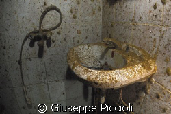 Dirty bathroom by Giuseppe Piccioli