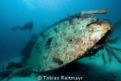 The wreck seen from the bow, Ted´s Point, Utila. Canon EO... by Tobias Reitmayr
