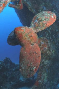 Clear Prop! Semle federson propellor, Mele Bay, Vanuatu by Richard Harris