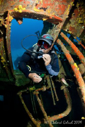 "Wreck penetration-""El Aguila"" -Roatan 2009 by Richard Goluch"