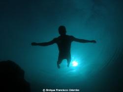 Mi amigo Adrián se zambulle en apnea mientras yo lo esper... by Enrique Francisco Colombo