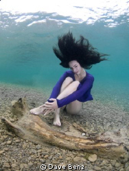 Shooting with my underwatermodel Isabelle... by Dave Benz