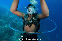 Diver swimming through his own bubble ring-Canon 5D MK II... by Richard Goluch